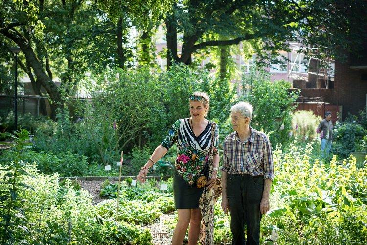 Margreet Rolink in de Botanische Tuin Afrikaanderwijk