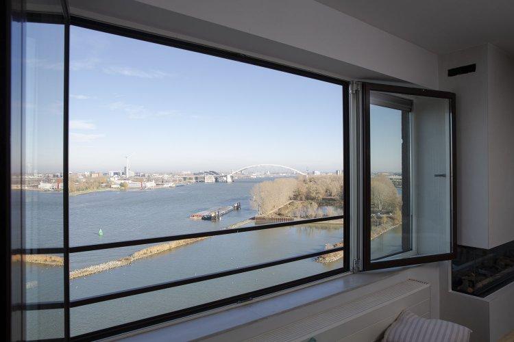 Uitzicht Nieuwe Maas Oud-IJsselmonde